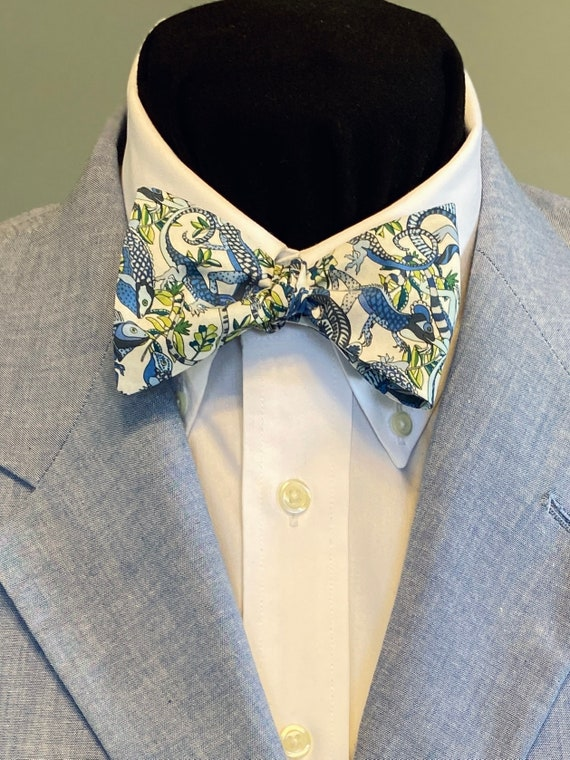 handmade Blue and green lizards on white background! self tie LEAPIN/' LIZARDS Bow Tie: Liberty of London cotton for the well-dressed