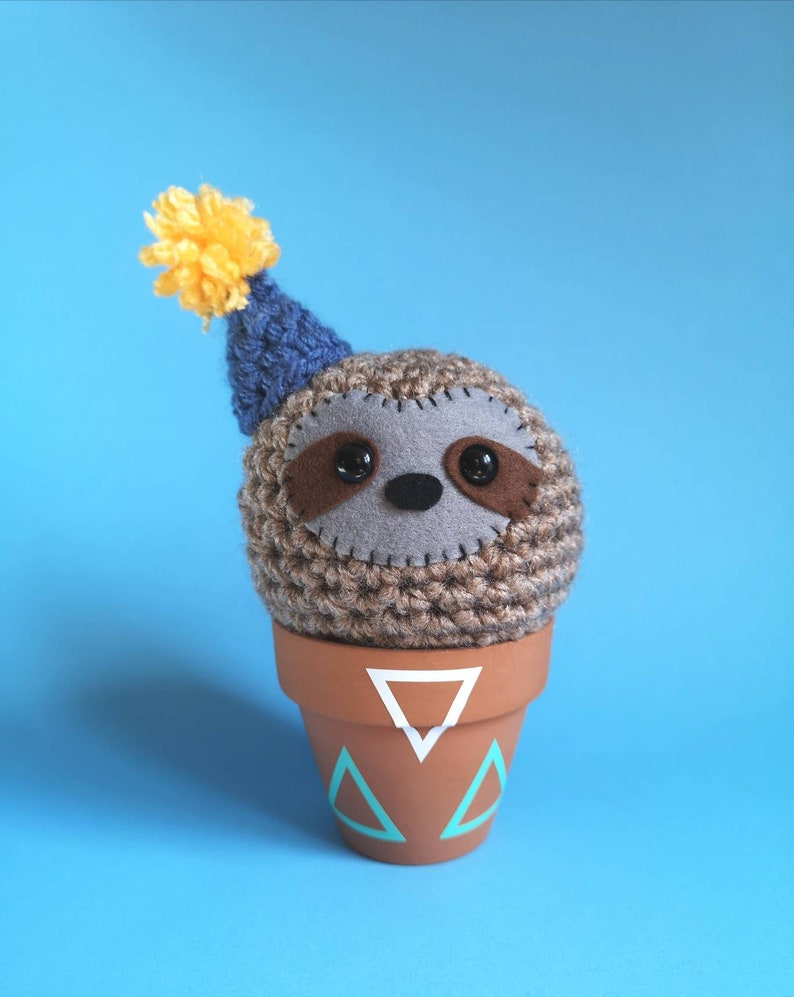 Crochet cute sloth sloth decoration sloth in a pot desk image 0