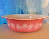 Pink Pyrex Daisey pattern- one and a half quart Casserole baking dish-