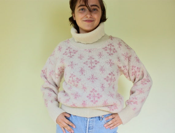 Pink Snowflakes and Cream Sweater. Super Thick Vintage 100% Scandinavian Wool Sweater. Made in Canada by Tundra. Size: M/L