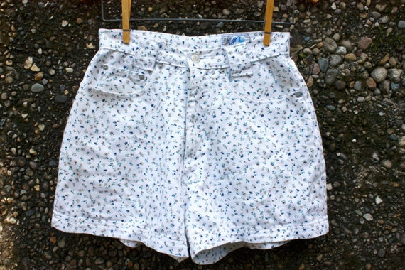 90s Floral High-Waisted White Denim Vintage Shorts. 100% Cotton made in USA. Size 9/10. Blue, Yellow and Brown Flowers with Green Stems.