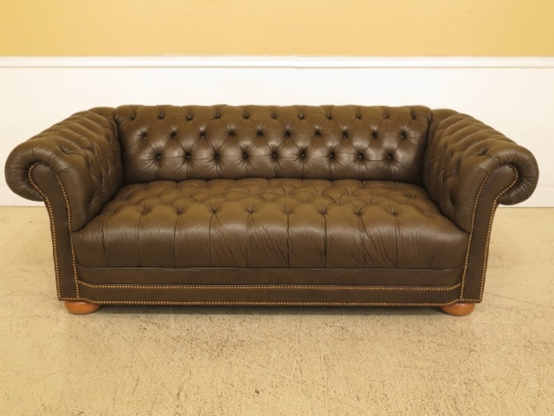 45637EC: Green Tufted Leather Chesterfield Sofa