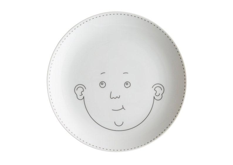 Service de Famille: Le Fils. Illustrated porcelain plate. image 0