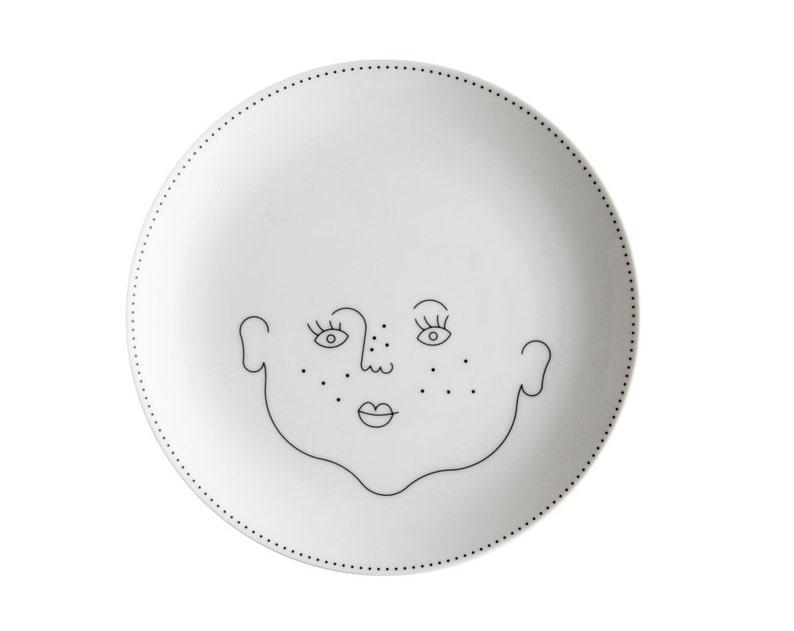 Service de Famille: plate La Fille  a porcelain girl with no image 0
