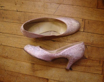93aebfd299b68 Vintage 1930 s 1940 s Pink Brocade Baby Doll Pin Up Shoes Pumps Heels    Size 6.5 B