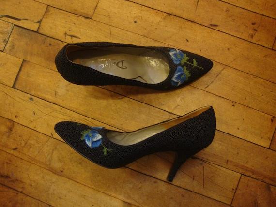 167492dd49ab2 Vintage 1950's 1960's Black Beaded Pumps Shoes with Floral Appliques