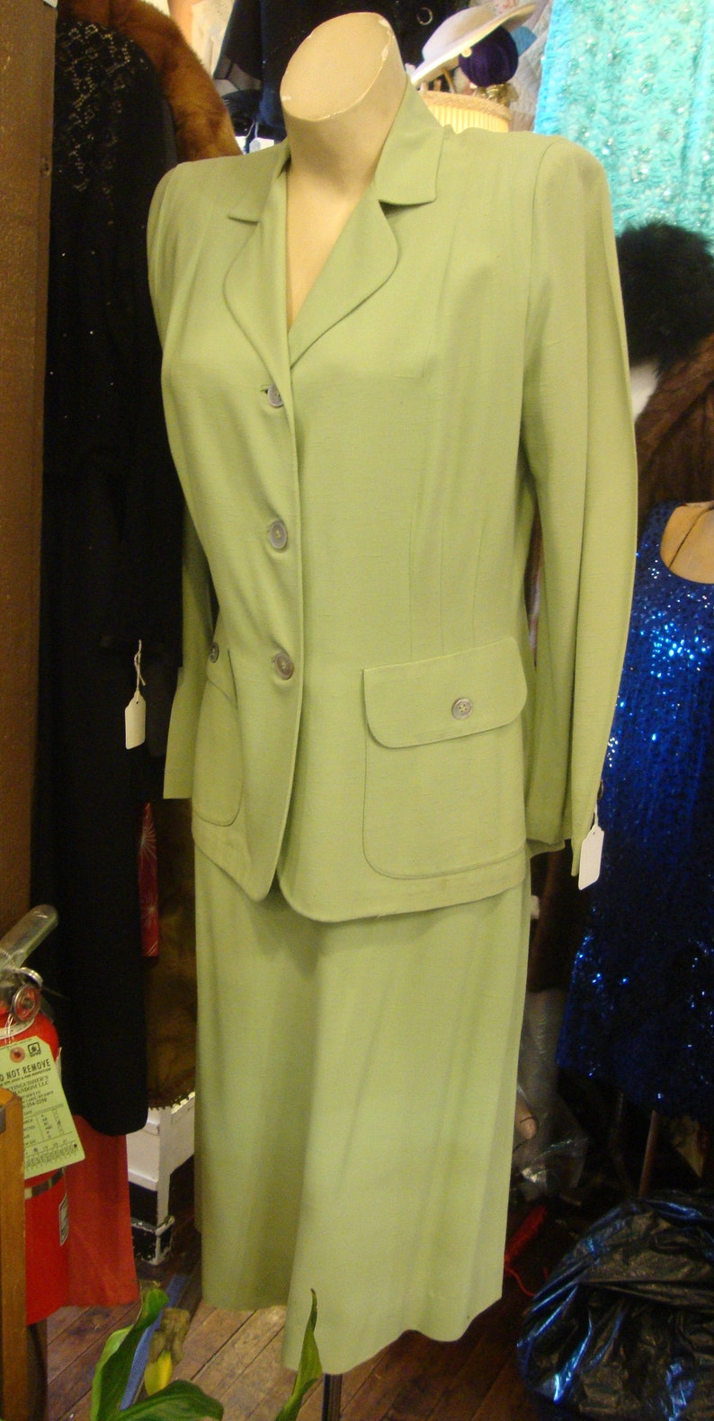 Vintage 1940/'s 1950/'s Spring Green Rayon 2 Piece Suit with Pearl ButtonsSize Medium