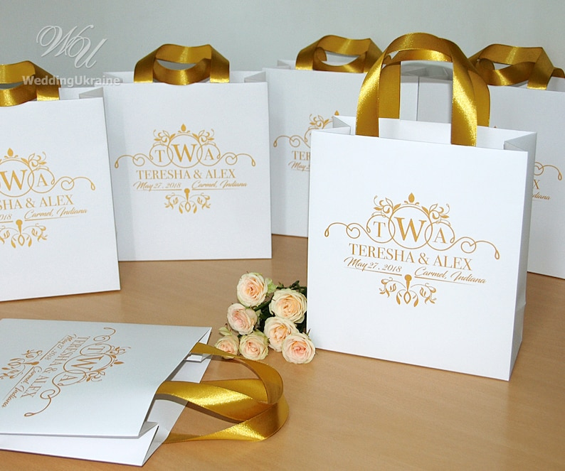 Elegant personalized wedding gifts and favors for guests 25 Navy Blue /& Gold wedding monogram bags with satin ribbon handles and your names
