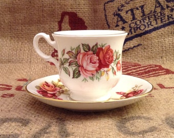 Beautiful Vintage Rose Queen Anne Tea Cup with Saucer