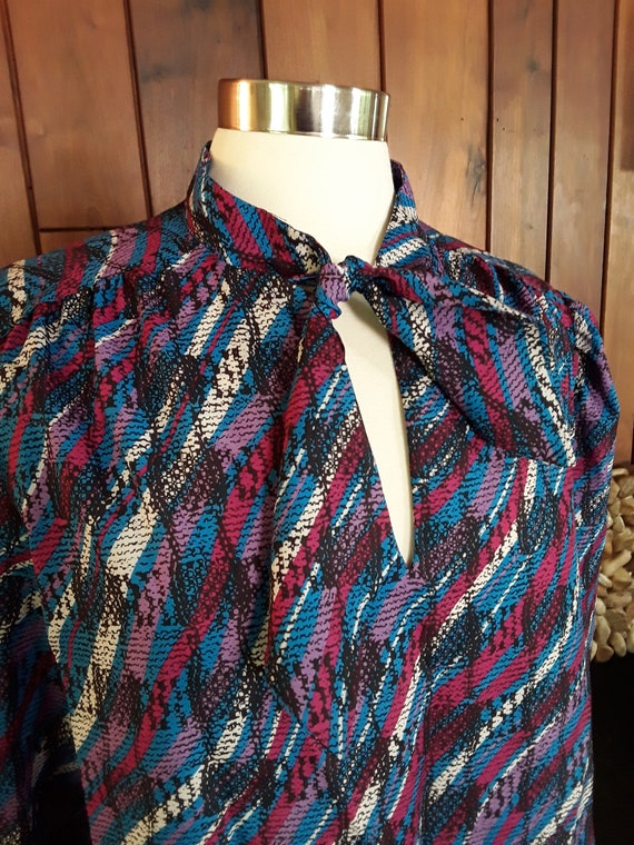 PurpleBlueWhite Print Blouse with Tie Neck by Devon Size 18