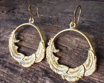 Creolen Ohrringe mit Federn in Gold oder Silber