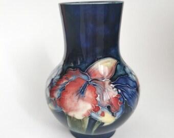 1950-86 3H Moorcroft Pottery White Ceramic Miniature Bud Vase Pink Magnolia
