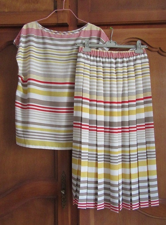Summer blouse and pleated skirt set. Size 40 FR.
