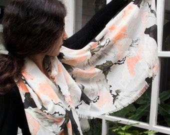 """Printed wool scarf """"Mountainscape"""", pink salmon black, with fringed edge"""