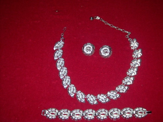 LISNER Set (3) Necklace, Bracelet - Earrings, sign