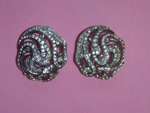 "TRIFARI Earrings (217) of ear signed TRIFARI, ""la… - image 2"