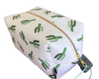 Large toiletry bag, cactus print, waterproof makeup case, cosmetic case, makeup storage, travel case, zip travel pouch, bags, accessories