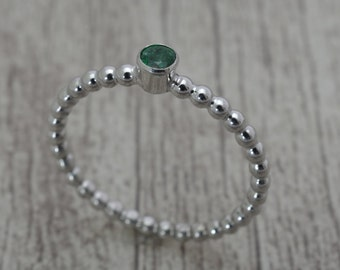 Women's ring with Emerald, silver