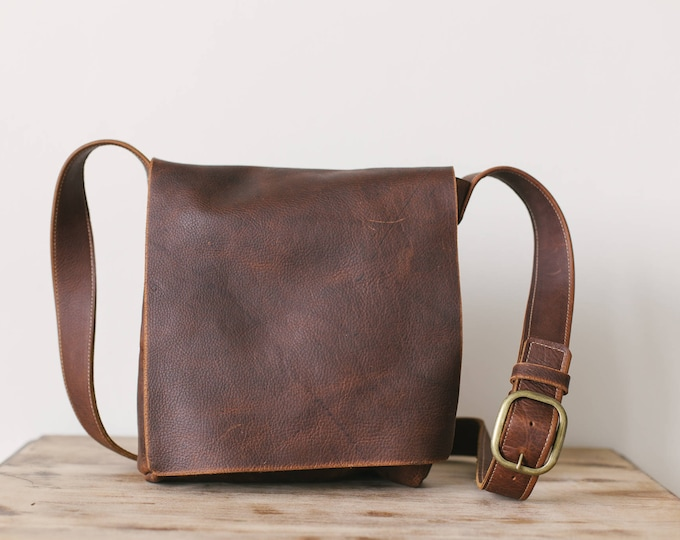 Featured listing image: Medium Classic Messenger - Brown Kodiak Leather