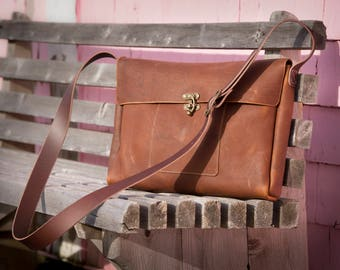 Large Messenger with Swing Clasp - Caramel Kodiak Leather
