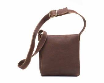 Medium Classic Messenger - Caramel Kodiak Leather