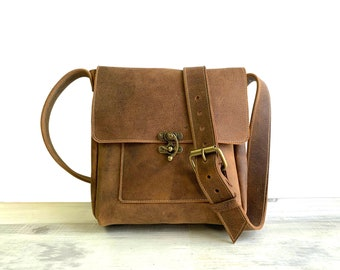 Medium Messenger with Swing Clasp - Crazy Horse Water Buffalo Leather