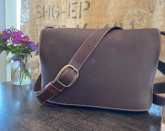 Medium Messenger - Brown Kodiak Leather