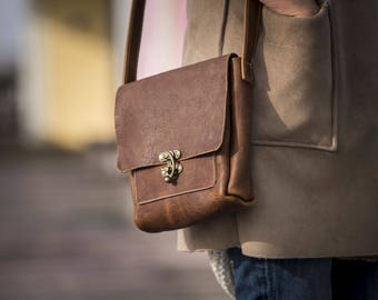 Small Messenger with Swing Clasp - Caramel Kodiak Leather