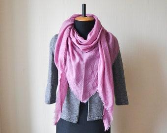 Doux foulard pour femme Rose violet coton écharpe Triangle châle coton bio Eco  friendly Vegan cadeau coton gaze foulard Triangle 5fab36557a9
