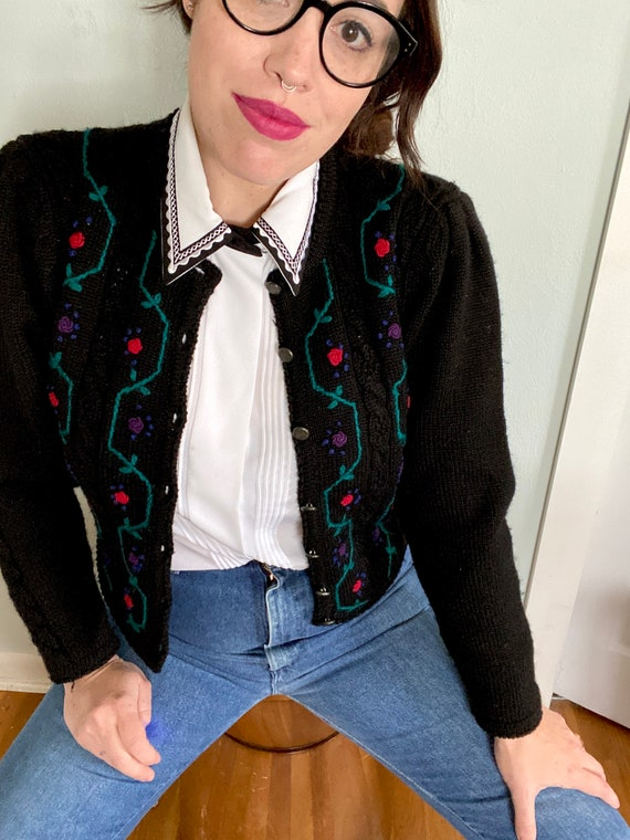 Vintage Grandma Cardigan With Floral Embroidery -