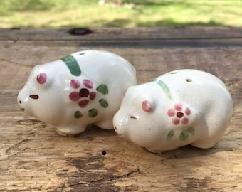 Pig Salt and Pepper Shakers Vintage Kitchen Kitsch Cute Little Pigs Country Farmhouse Kitchen Collectible Ceramic Baby Pigs Decor