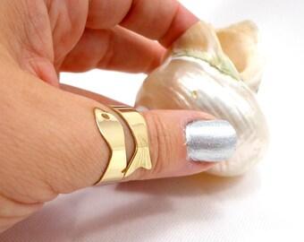 Fish ring, thumb ring, brass band ring, thumb band ring, ajustable band ring, goldtone band ring, birthday gift, friendship gift, sea ring