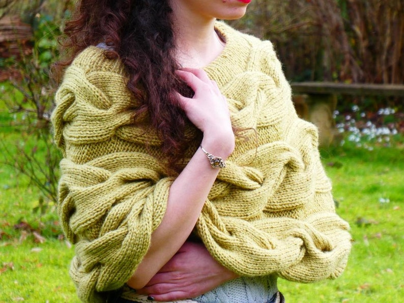 Green poncho cable poncho hand-knitted poncho warm Cape image 0