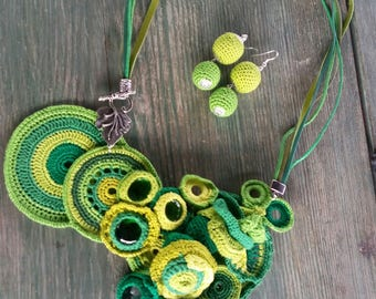 Kate - a crochet necklace with glass beads and earrings