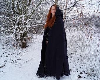 Medieval cloak with hood in black