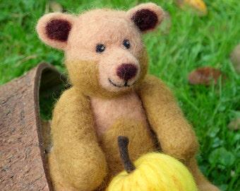 Needle felted teddybear. Needle felted animal. Needlefelt teddybear. Felted teddybear. Soft sculpture. Wool felted bear. needlefelt animal.