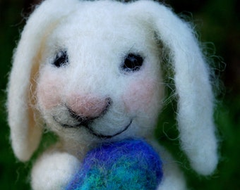 needle felted easter bunny, easter bunny with egg, easter decor, felt easter decoration, felted easter egg, felted easter bunny.