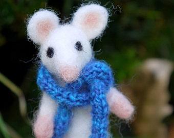 needle felted miniature mouse, felt  mouse, miniature ,needle felted animal, soft sculpture mouse, woolfelt mouse, miniature felt sculpture