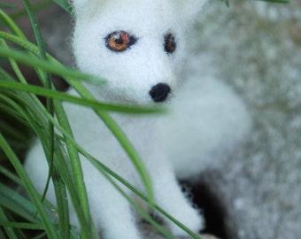White polar fox, needle felted animal, needle felted fox, woodland animal, wildlife animal, seasonal table, home decor, nursery decor fox