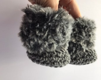 Faux fur baby booties b9cd11b30725