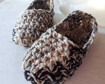 Slippers / House Shoes /Womens All Sizes , Small to Large / Hand Crocheted Custom Sizes