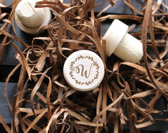 Engraved wine corks, Personalized wine stopper, Monogram Wine Stopper/ Engraved, cork wine stopper, wedding favor, wedding gift, engraved