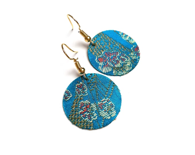 Earrings precious fabric embroidered turquoise flowers gold crochets (or silver on request)