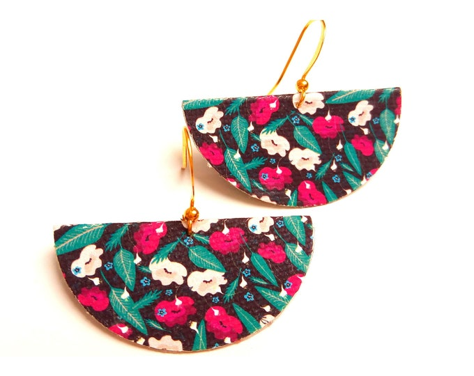 Fabric graphic flowers and brass earrings