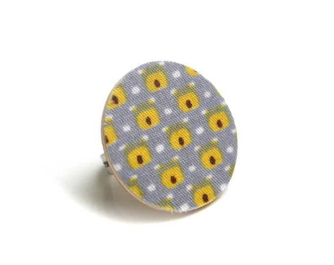 BON PLAN Bague géométrique bois et tissu designer jaune/gris perle