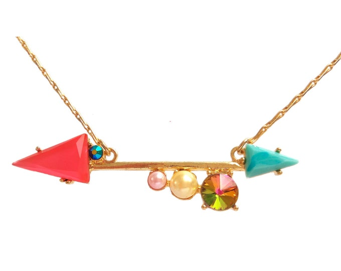 Contemporary necklace arrows