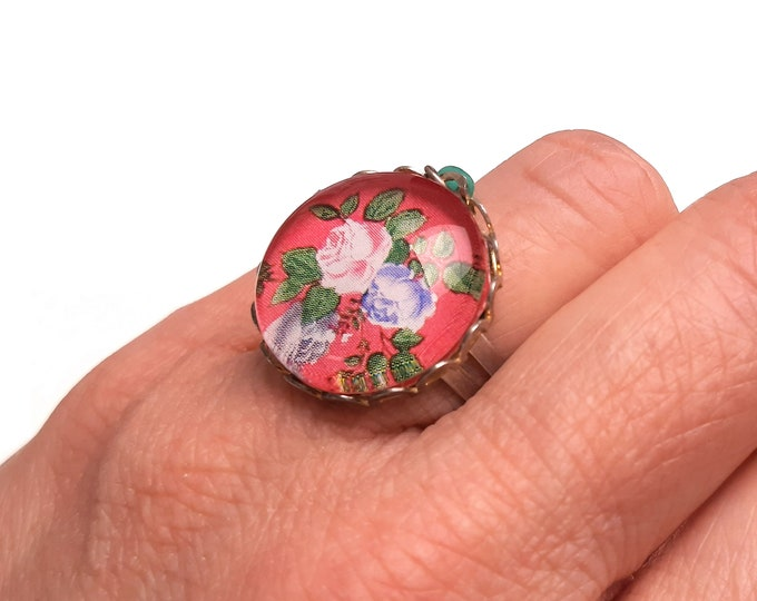 Adjustable ring cabochon pink glass woman