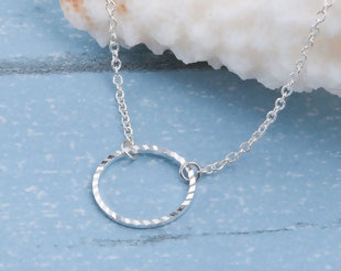 Minimalist short silver streaked circle necklace