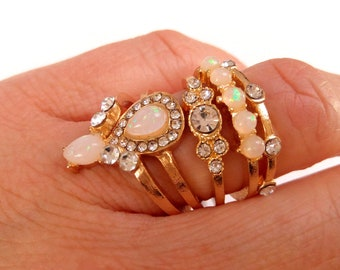 Set of 5 gold coordinated rings, rhinestones and nude pink size M 16/17mm