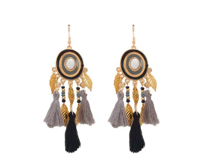 Boucles d'oreilles bohèmes pompons noir gris